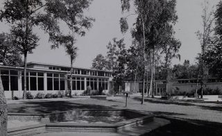 Photograph of the exterior of Templewood School in 1953 | Hertfordshire Archives & Local Studies (ref CNT/WH/11/1/2/2/68)