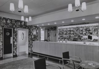 Photograph showing the bar area of the Hollybush Pub in 1959 | Hertfordshire Archives & Local Studies (ref CNT/WH/1/2/4/42)