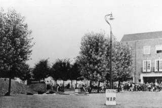 Air raid precautions in Welwyn Garden City, digging shelters in Howardsgate | Hertfordshire Archives and Local Studies