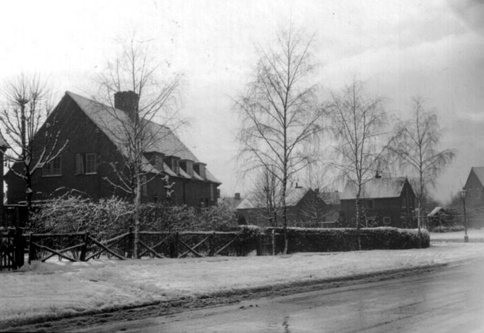 A rather wintery Bridge Road in 1936 looking towards Valley Road