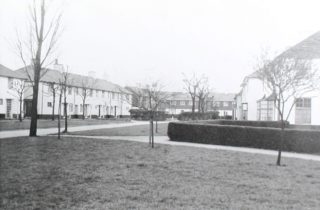 Cheswick Court original houses c1930s. HALS library photo collection | Hertfordshire Archives and Local Studies