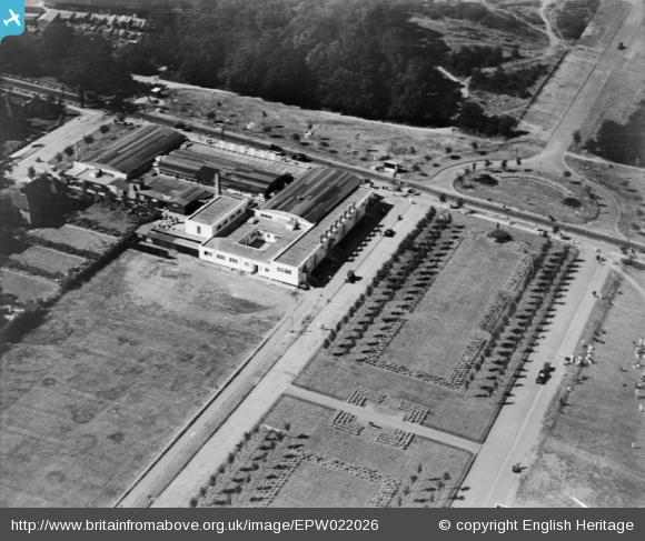 Parkway and original Welwyn Department Store - 1928 | English Heritage