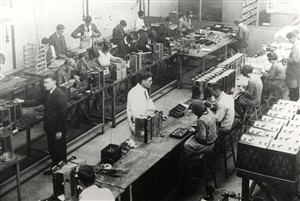Murphy Radio Workshop in 1930 | Hertfordshire Arcives and Local Studies