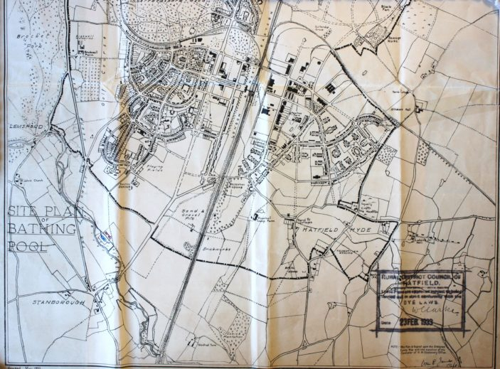 Town map showing site of swimming pool in red. UDC21/77/210 | Hertfordshire Archives and Local Studies