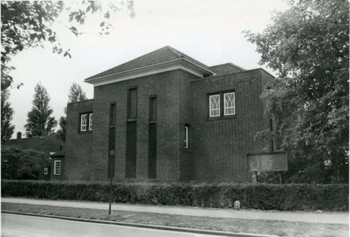 St Farncis Church, Welwyn Garden City 1976 | Hertfordshire Archives and Local Studies