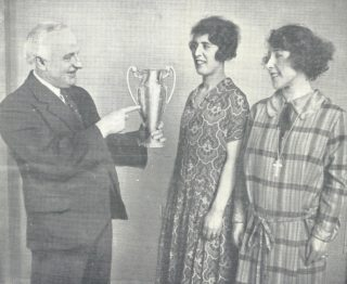The wining cast with the Balesco Trophy.