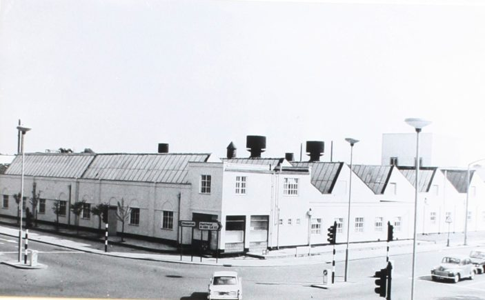 Traffic lights at the junction og Braodwater Road and Bridge Road East c1970s | Hertfordshire Archives and Local Studies