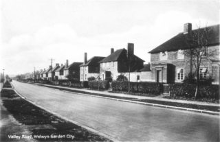 A postcard of Valley Road 1932