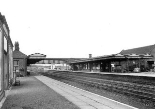 1956 - The actual rails with Platform 2, 3 and 4 in site. Platform 1 (not seen in this) was the Hatfield-Dunstable line and Platform 4 was the Hertford-Welwyn Garden line (which was not used after 1951 but a goods service continued on the line until 1966). Platform 2 and 3 were for the mainline lines to/from London.