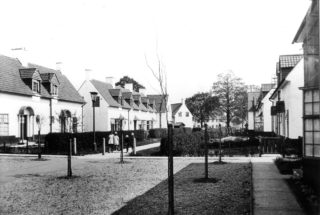 Woodhall Court original houses c1930. HALS library photo collection | Hertfordshire Archives and Local Studies