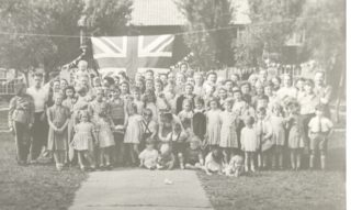 Where was this photo taken and do you recognise anybody? | Welwyn Garden City Library