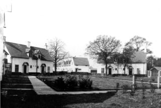 Peartree Court original houses c1930s HALS library collection | Hertfordshire Archives and Local Studies