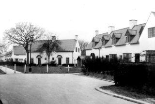 Peartree Court original houses c1930s. HALS library photo collection | Hertfordshire Archives and Local Studies