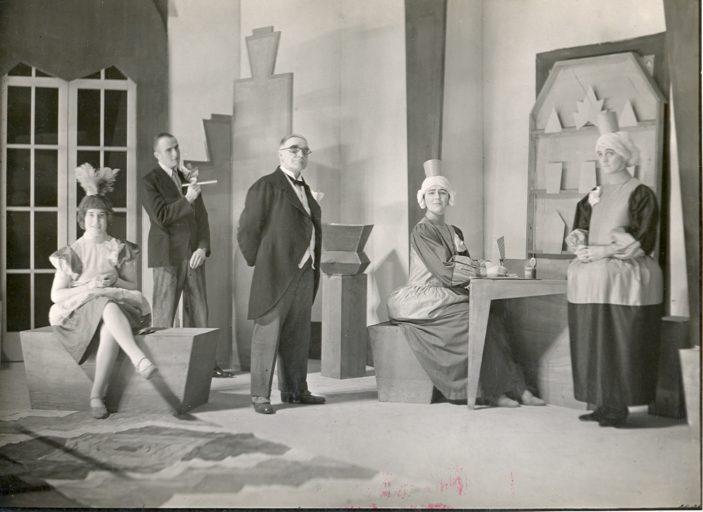 Welwyn Theatre Society, the whole cast! | Welwyn Garden city Library